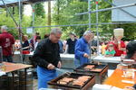 Alban Hornung (links) und Gerhard Allin am Würstles-Grill