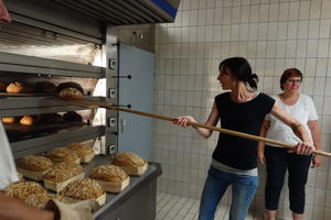 Brotbacken in der Bäckerei Kolb